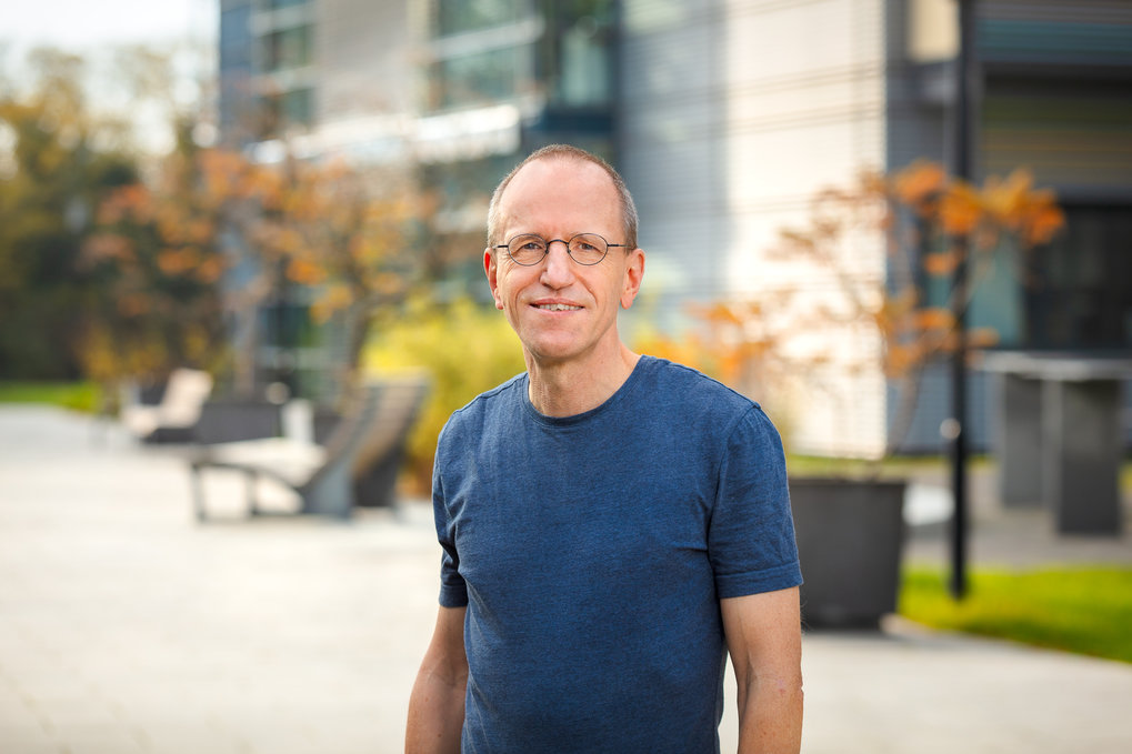 © MPI-MP; Foto: sevens[+]maltryPositionInfrastructure Group Leader `Bioinformatics´Apl. (Adjunct) Professor, Bioinformatics, Institute of Biochemistry and Biology, University of PotsdamPrevious positionsPost-doctoral fellow UCSF, San Francisco, USA (1997-1999)Scientist, Group-Leader, Director Bioinformatics, Incyte Genomics, Palo Alto, CA, USA (1999-2004)Director Research Informatics, XDx Expression Diagnostics Inc., South San Francisco, USA (2004-2005)DegreesDiplom: Biophysics, Humboldt-University, Berlin, 1992Ph.D.: Bioinformatics, European Molecular Biology Laboratory (EMBL), Heidelberg, and Humboldt-University, Berlin, 1996Habilitation: Bioinformatics, University of Potsdam, 2012
